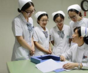 医院护士长个人对照检查材料两篇